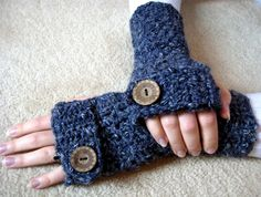 Ravelry: Easy Textured Fingerless Gloves pattern by Esther Chandler Fingerless Gloves Crochet Pattern, Crochet Mittens, Mittens Pattern, Fingerless Mittens, Diy Crochet, Crochet Crafts, Yarn Crafts, Yarn Projects, Crochet Projects