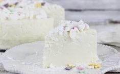 Przepis na sernik na zimno o smaku bardzo zbliżonym do Wedlowskiego ptasiego mleczka. To super sernik bez pieczenia, bez spodu i bez glutenu!  Według mnie i czytelników to z lepszych serników na zimno. Sweet Violets, Polish Recipes, Polish Food, Desert Recipes, Cheesecakes, Vanilla Cake, Feta, Camembert Cheese, Party Time