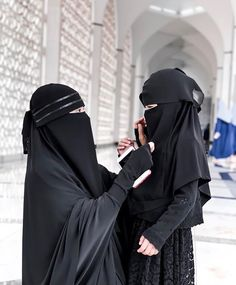 Muslim Couple Photography, Girl Photography Poses, Beautiful Muslim Women, Beautiful Hijab, Baby Hijab, Niqab Fashion, Muslim Fashion, Fashion Clothes, Hijab Style Tutorial