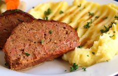"""""""Sekaná"""" (meatloaf) with mashed potatoes. Pork Recipes, Real Food Recipes, Czech Recipes, Ethnic Recipes, Meal Planner, Main Meals, Meatloaf, Mashed Potatoes, Toast"""
