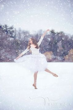 Mary Moua Photography - Wisconsin High School Senior Photographer. Winter session. Dance