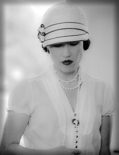 new 1920's flapper style cloche