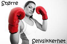 dame med guarden oppe med røde kick-boksing-hansker. SELVSIKKERHET, STØRRE. Kicks, Entertainment, Humor, Humour, Jokes, Funny Humor