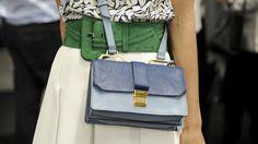 Während uns auf der Straße noch die aktuelle Mode für den Sommer begegnet, hat die Herbst-Fashion schon längst ihren Weg in die Läden gefunden. Welche Trend-Teile Sie sich schon mal sichern sollten? Wir verraten die besten Shopping- und Style-Tipps!