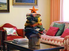 Mi arbolito de Navidad. Hecho con cuellos de www.etsy.com/shop/BandraWest My Christmas Tree.  Made with cowls and scarves from www.etsy.com/shop/BandraWest
