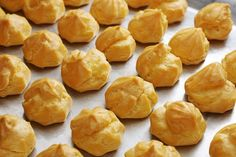 Profiteroles in the oven. Profiteroles, Eclairs, Choux Buns, Difficult Recipe, Gluten Free Puff Pastry, Snack Recipes, Dessert Recipes, Snacks, Baking Classes