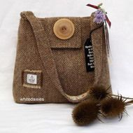 A handmade bag in authentic Harris Tweed, a herringbone pattern in cream and brown. The lining is in a gold, slightly padded fabric with a very good quality cotton interfacing which gives the baf good structure. The inner pocket & handle lining is ...