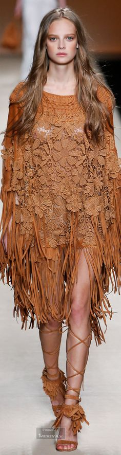 See all the Collection photos from Alberta Ferretti Spring/Summer 2015 Ready-To-Wear now on British Vogue Ethno Style, Gypsy Style, Hippie Style, Style Couture, Couture Fashion, Runway Fashion, Fashion Trends, Milan Fashion, Latest Fashion