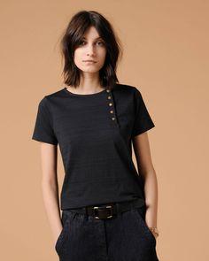 Yome - Black                                                                                                                                                                                 Plus Blouse Styles, Blouse Designs, Mama Cloth, Minimalist Wardrobe, Dress Codes, Fashion Outfits, Womens Fashion, Style Me, Tee Shirts