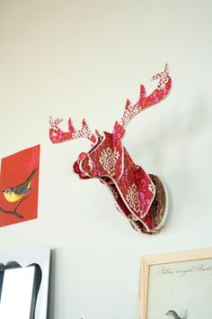 "DIY cardboard or wooden ""deer head"". Maak je eigen kartonnen of houten rendierhoofd!"