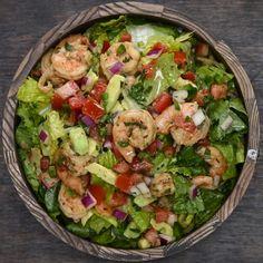 Dieser Taco-Salat mit Avocado und Garnelen ist gleichzeitig erfrischend UND sättigend This taco salad with avocado and shrimp is both refreshing and filling Taco Salad Recipes, Avocado Recipes, Shrimp Recipes, Veggie Recipes, Mexican Food Recipes, Dinner Recipes, Healthy Recipes, Ethnic Recipes, Cooking Tv