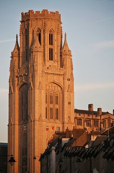 Wills Memorial Tower, Bristol (Sir George Oatley, 1915–25)