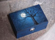 I just LOVE the painting on this box, seems like a wonderful mural for a bedroom. - Home Decor Like Samhain, Fun Crafts, Arts And Crafts, Painted Wooden Boxes, Hand Painted, Wiccan Crafts, Little Boxes, Diy Box, Tole Painting