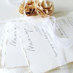 Menu cards for wedding or party. Custom design. I send worldwide.   Flotte menykort til borddekkingen. Trykket på ekte akvarellpapir med håndlagede kanter. Vi tilpasser kortene etter personlig smak og menyens innhold. (Prisen er pr. stk.) Kontakt oss via kontaktknappen øverst på siden, så finner vi ut av noe fint sammen! PS! Vi lager gjerne matchende innbydelser og bordkort også, så får du en gjennomgående stil for bryllupet/festen.