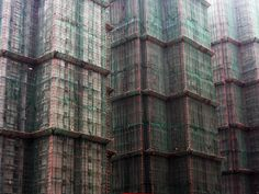 Bamboo scaffolding on skyscrapers in Hong Kong - Pixdaus