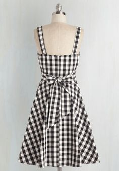 Pull Up a Cherry Dress in Black Gingham. Retro Vintage Dresses, Vintage Inspired Dresses, Pretty Outfits, Cute Outfits, Cute Dresses, Summer Dresses, Cherry Dress, Fashion Dresses, Women's Fashion
