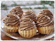 Tésztakosárkák csokoládés tejszínhabbal