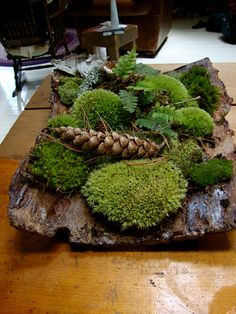 One of my friends on the Canadian garden trips was a master at quickly creating the most beautiful tableaus from bark, moss, leaves and stones. This is one of her centerpieces, which changed on an almost daily basis.