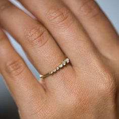 Graduated diamond to fit the curve of your finger.