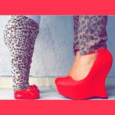 These purr-fectly matched leopard ladies. | 18 Matching Mother-Daughter Outfits That Are Just Too Cute