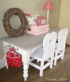 Landelijke brocante kindertafel op maat wit met vergrijsd blad en draadhaken van Cornelia's Home www.corneliashome.nl