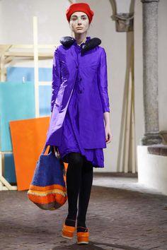 Daniela Gregis Ready To Wear Fall Winter 2014 Milan Fashion News, Fashion Show, Fashion Design, Crochet Handbags, Fall Winter 2014, Fashion Tips For Women, Live Fashion, Stylish Outfits, Ready To Wear