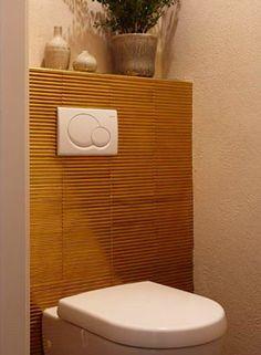 Toilet met bijzondere goudkleurige tegel, Amsterdam Oud Zuid   Bloem en Lemstra Architecten i.s.m. Chrissie Cremers