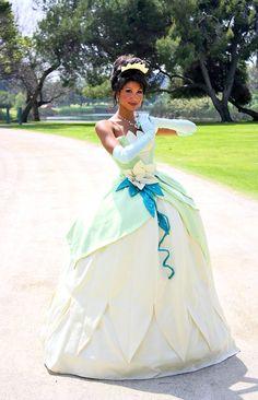 Princess Tiana, cosplayed by LittleMissMint.