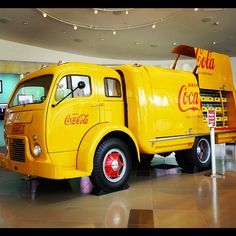 images of Coca-Cola delivery trucks - pretty cool 1949 White Motor Company Coca-Cola delivery truck. Cool Trucks, Big Trucks, Pickup Trucks, Semi Trucks, Lifted Trucks, Antique Trucks, Vintage Trucks, Vintage Coke, Raymond Loewy