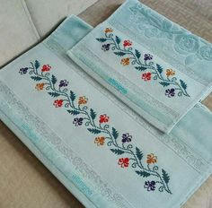 This Pin was discovered by Kev Towel Embroidery, Embroidery Flowers Pattern, Doily Patterns, Hand Embroidery Designs, Flower Patterns, Embroidery Stitches, Cross Stitch Boarders, Cross Stitch Flowers, Cross Stitching