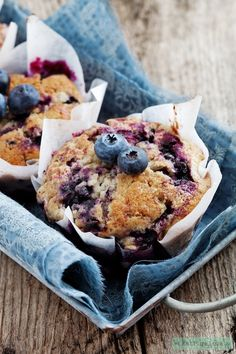 neutropenic These muffins are scrumptious, and the recipe responds well to whole wheat flower, keeping it on the healthier side of breakfast snacks. Banana Blueberry Muffins, Blueberry Recipes, Blue Berry Muffins, Blueberry Breakfast, Banana Bread, Healthy Baking, Healthy Snacks, Healthy Recipes, Healthy Dishes