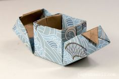 Learn how to make a modular origami hinged box, using 3 pieces of square paper, follow along with video instructions. Makes a perfect gift box for jewellery!
