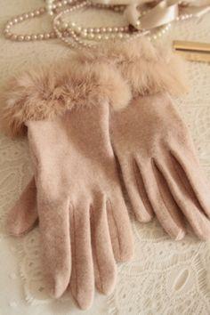 135 - love a little glamour! Adorable blush wool gloves with fur trim. Pink Gloves, Wool Gloves, Mitten Gloves, Mittens, Winter Accessories, Fashion Accessories, Vintage Outfits, Vintage Fashion, Pink Fashion
