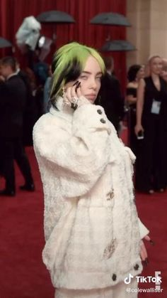 Billie on Grammy Award 2019 Billie Eilish, Ariana Grande, Grammy Award, Aesthetic Videos, Cute Gif, Her Smile, Foto E Video, Music Artists, My Girl