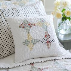 Read about shabby chic cottage Shabby Chic Bedrooms, Shabby Chic Cottage, Shabby Chic Decor, Shabby Chic Pillows, Old Quilts, Vintage Quilts, Vintage Pillows, Patchwork Pillow, Quilted Pillow