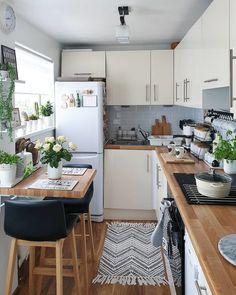 Kitchen Room Design, Home Decor Kitchen, Interior Design Kitchen, Home Kitchens, Kitchen Ideas, Kitchen Small, Cosy Kitchen, Small Kitchens, Small Apartment Kitchen