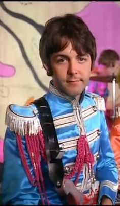 "Paul McCartney. Vestido para  ""Sgt. Peppers Lonely Hearts Club Band"".                Beatle 4ever!"