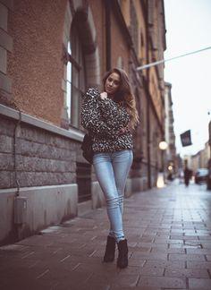 Kenza Zouiten. Cosy jumper + skinnies + heels.