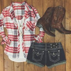 Love the top and shorts but not gonna wear boots with shorts unless I want to look like a city slicker and I don't plan on looking like one anytime soon! But cute outfit other than the boots Country Wear, Country Girls Outfits, Country Girl Style, Country Fashion, My Style, Cowgirl Outfits For Women, Rodeo Outfits, Cute Outfits, Party Outfits