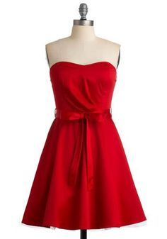@ModCloth red strapless sweetheart dress with bow waist. http://zodiacfashion.blogspot.com