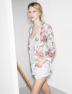 Soft colors in a neutral undertone flatter the low contrast and soft features of this model.