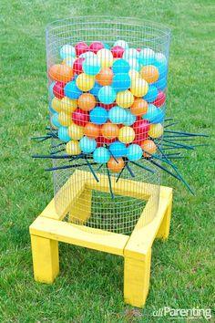 Brincadeira com bolas e varetas- diy - Ideias para atividades e oficinas em festas infantis que você pode fazer em casa | Macetes de Mãe