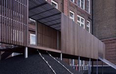 Asif Khan has designed an elevated playground for Chisenhale Primary School in Bow, East London, which has just completed construction and is the first part of the school's long-term masterplan. Diy Kids Furniture, Architecture Presentation Board, Timber Cladding, School Pictures, School Architecture, Architect Design, Primary School, Steel Frame