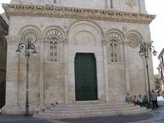 Cattedrale di Santa Maria Icona Etere, Foggia, 1170s. Note Pisan style.