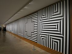 Sol LeWitt's 'Wall Drawing #370' at the Metropolitan Museum of Art – new york… Hoarding Design, Design Minimalista, Environmental Graphic Design, Wall Drawing, New York Art, Action Painting, Conceptual Art, Op Art, Wall Murals