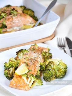 Łosoś zapiekany z brokułami, łosoś zapiekany, brokuł, http://najsmaczniejsze.pl #food #salmon