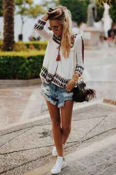 The perfect summer outfit, one teaspoon shorts and bohemian blouse: - Outfit Ideen Boho Outfits, Boho Summer Outfits, Spring Outfits, Casual Outfits, Fashion Outfits, Hipster Outfits, Casual Clothes, Hipster Style, Fashion Ideas