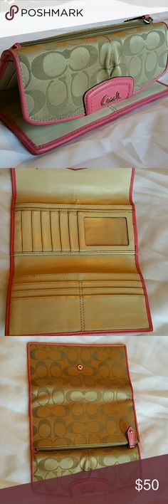 COACH Wallet Very gently used Coach wallet. Coach Bags Wallets
