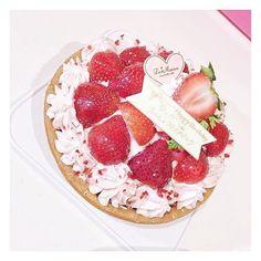 """""""#ラメゾン のケーキ🎂🍰💘 #イチゴのタルト 🍓  開けた瞬間ふたりでかわいい〜〜ってさわいだ👐🏻❤️ #instafood #instagood #instagram #instadaily #cake #🍓 #birthdaycake #pink #berries"""" by @misa_chan_gram. #ganpatibappamorya #dilsedesi #aboutlastnight #whatiwore #ganpati #ganeshutsav #ganpatibappa #indianfestival #celebrations #happiness #festivalfashion #festivalstyle #lookbook #pinksuit #anarkali #festivaloutfit #desigirl #nehamalik #model #actor #blogger #instagood #instadaily #instalike #follow #indiangirl #indianfashion…"""