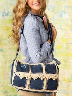 Crochet Handbags Upcycled-Jean Messenger Bag - pattern in the spring edition of Crochet! Could probably use a different edging pattern on the front, or take this idea and turn it into different purse shapes. Crochet Shell Stitch, Crochet Tote, Crochet Handbags, Crochet Purses, Easy Crochet, Messenger Bag Patterns, Denim Purse, Denim Crafts, Handbag Patterns